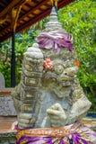 巴厘岛,印度尼西亚- 2017年4月05日:在Ubud寺庙的美丽的石雕象在巴厘岛 库存图片