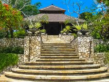 巴厘岛,印度尼西亚- 2014年4月14日:大门的看法四个季节依靠在Jimbaran海湾 库存图片