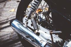 巴厘岛,印度尼西亚- 2018年4月11日:滑行车脚踏车轮胎特写镜头 摩托车轮子 库存照片
