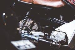 巴厘岛,印度尼西亚- 2018年4月11日:滑行车脚踏车轮胎特写镜头 摩托车轮子 图库摄影