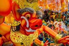 巴厘岛,印度尼西亚- 2017年3月08日:Impresive手工制造结构od红色evel面孔,在甚而发生Nyepi 库存照片