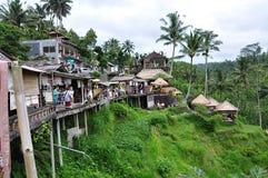 巴厘岛Tegallalang、艺术和俯视米大阳台的工艺精品店 印度尼西亚 免版税库存照片