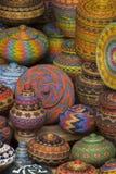 巴厘语串珠的篮子待售在Ubud公开市场上 库存图片