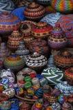 巴厘语串珠的篮子待售在Ubud公开市场上 库存照片