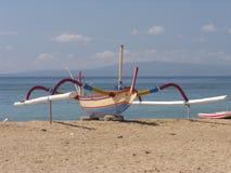 巴厘语小船捕鱼 免版税库存图片