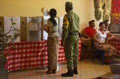 巴厘语投票的妇女 免版税库存照片