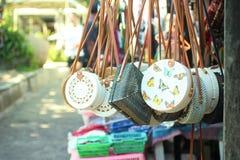 巴厘语袋子和纪念品 库存图片