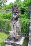 巴厘语雕象在庭院里 库存图片
