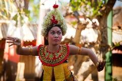 巴厘语barong舞蹈女孩执行年轻人 免版税库存图片