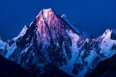 巴基斯坦迁徙迦舒布鲁姆的喀喇昆仑山脉K2 库存照片