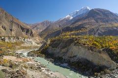 巴基斯坦, Hunza谷的美好的风景秋天季节的, 库存图片
