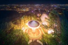 巴塞罗那从Tibidabo山的夜视图 库存图片