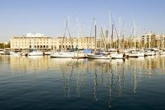 巴塞罗那停泊了端口vell游艇 库存照片