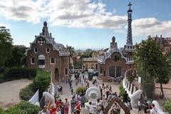 巴塞罗那西班牙- 6月9日:在从公园Guell的入口房子 免版税库存图片