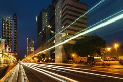 巴塞罗那论坛的摩天大楼微明的 库存图片