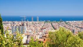 巴塞罗那都市风景,加泰罗尼亚,温泉顶面空中全景  免版税库存图片