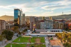 巴塞罗那都市风景,在日落,卡塔龙尼亚,西班牙的市中心 免版税库存照片