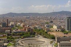 巴塞罗那,卡塔龙尼亚,西班牙都市风景从montjuic缆车的 免版税库存照片
