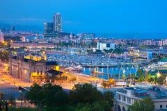 巴塞罗那,西班牙地平线在晚上 库存照片
