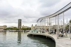 巴塞罗那,西班牙港在一多云天 免版税库存图片