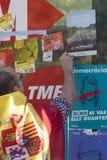 巴塞罗那,西班牙, 8月8日2107 :团结的示范与西班牙 免版税图库摄影