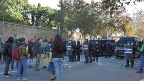 巴塞罗那,西班牙12 21 2018年:反对西班牙的政府和警察的加泰罗尼亚的民族主义的起义在巴塞罗那 股票视频
