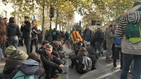 巴塞罗那,西班牙12 21 2018年:反对西班牙的政府和警察的加泰罗尼亚的民族主义的起义在巴塞罗那 影视素材