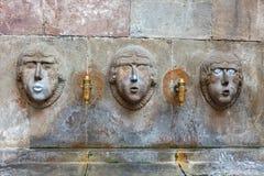巴塞罗那,西班牙- 2016年4月17日, :喷泉微小的Placa的Fivaller Sant位于哥特式处所,装饰用Th 库存图片