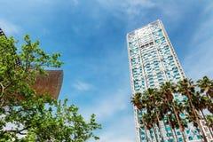 巴塞罗那,西班牙- 2016年4月22日, :在Barceloneta邻里附近的摩天大楼 免版税图库摄影