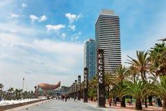 巴塞罗那,西班牙- 2016年4月22日, :在Barceloneta邻里附近的摩天大楼 库存照片