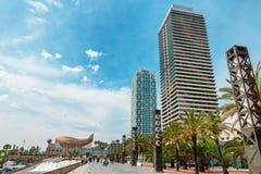 巴塞罗那,西班牙- 2016年4月22日, :在Barceloneta邻里附近的摩天大楼 免版税库存图片