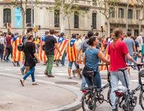 巴塞罗那,西班牙- 2017年10月3日:一次示范的妇女在巴塞罗那 复制文本的空间 免版税库存图片
