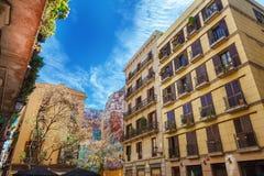 巴塞罗那,西班牙- 2016年4月19日:中世纪大厦在哥特式出生的区 图库摄影