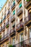巴塞罗那,西班牙- 2016年4月19日:中世纪大厦在哥特式出生的区 库存图片