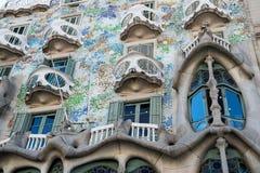 巴塞罗那,西班牙- 2016年3月30日:住处Batllo在巴塞罗那特写镜头的大厦门面 Gaudi设计 现代派 免版税库存图片