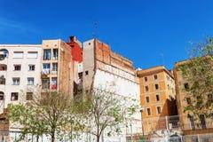 巴塞罗那,西班牙- 2016年4月19日:在哥特式出生的distric的中世纪和现代大厦 免版税库存照片