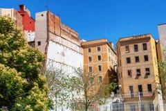 巴塞罗那,西班牙- 2016年4月19日:在哥特式出生的distric的中世纪和现代大厦 免版税库存图片