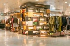 巴塞罗那,西班牙- 2018年1月02日:在购物中心El的服装店 库存照片