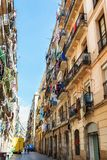 巴塞罗那,西班牙- 2016年4月19日:在distric哥特式的Barceloneta的中世纪大厦 免版税库存图片