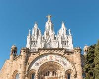巴塞罗那,西班牙- 2019年3月15日:寺庙耶稣耶稣圣心登上的Tibidabo在天空蔚蓝背景,巴塞罗那,西班牙 免版税库存照片
