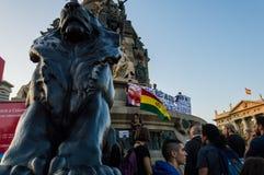 巴塞罗那,西班牙2017年10月12日:抗议反对在美国的发现的上庆祝 库存图片