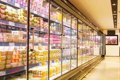 巴塞罗那,西班牙- 2018年1月02日:摊位牛奶在超级市场E 免版税库存图片