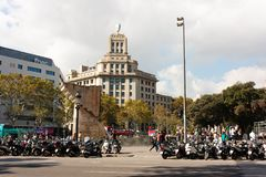 巴塞罗那,西班牙- 2017年10月17日-滑行车,平方的人们 库存图片