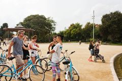 巴塞罗那,西班牙- 2017年10月18日-自行车的人们, Parc d 图库摄影