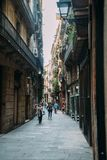 巴塞罗那,西班牙- 6月30 大街通过Laietana是一个主要通途的名字在6月30日的巴塞罗那 库存图片
