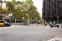 巴塞罗那,西班牙- 2017汽车10月18,在路o的滑行车 图库摄影