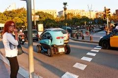 巴塞罗那,西班牙- 2017汽车10月18,在路o的滑行车 免版税图库摄影