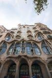 巴塞罗那,西班牙- Spetember, 2016年:夜室外视图Gaudi s创作房子住处Batlo 库存图片