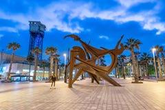 巴塞罗那- 2018年5月10日:巴塞罗那沿海地带在晚上 的treadled 免版税库存图片