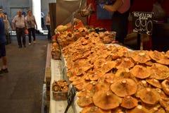 巴塞罗那10月2017年, 食物中止在Boqueria市场上 免版税库存图片